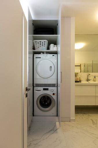 מכונת כביסה בארון