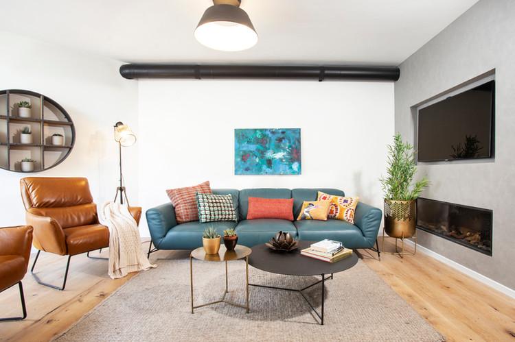קיר בטון קמין מודרני בקיר טלויזיה