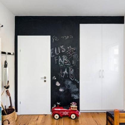 דירת המעצבת  חדר ילדים קיר גיר שחור