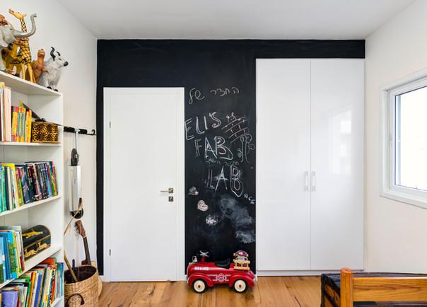 חדר ילדים קיר גיר