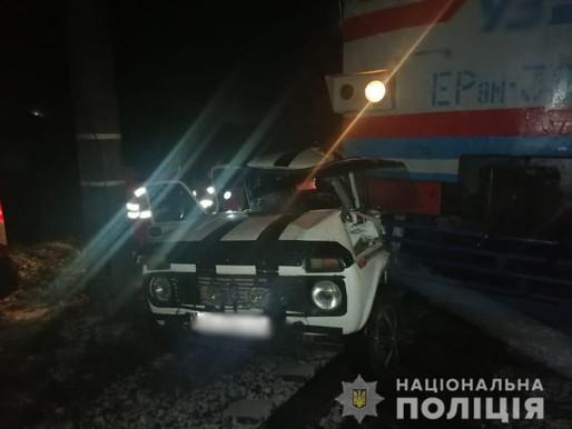 Нетверезий водій зіткнувся з електропотягом