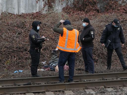 Потяг збив людину.