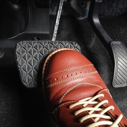 5 consejos que te ayudarán si te quedas sin frenos en carretera
