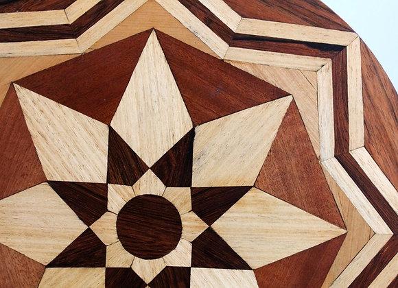 salontafeltje met geometrisch inlegwerk