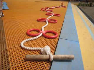 「誘導ロープ」といいます