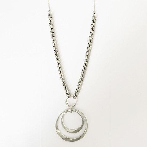 Collier long Caracol, Pendentif métallique sur chaîne à maillons, Argent, 1445-S