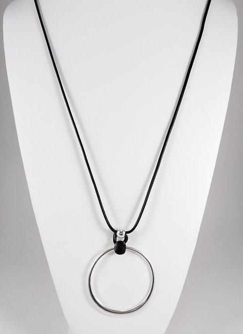 Collier long Caracol, Grosse anneau métal argent, cordon noir