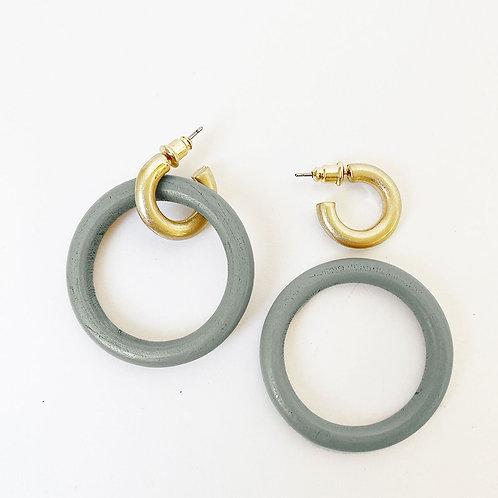 Boucles d'oreille Caracol, Anneaux bois et métal, Gris et or, 2416-GRY