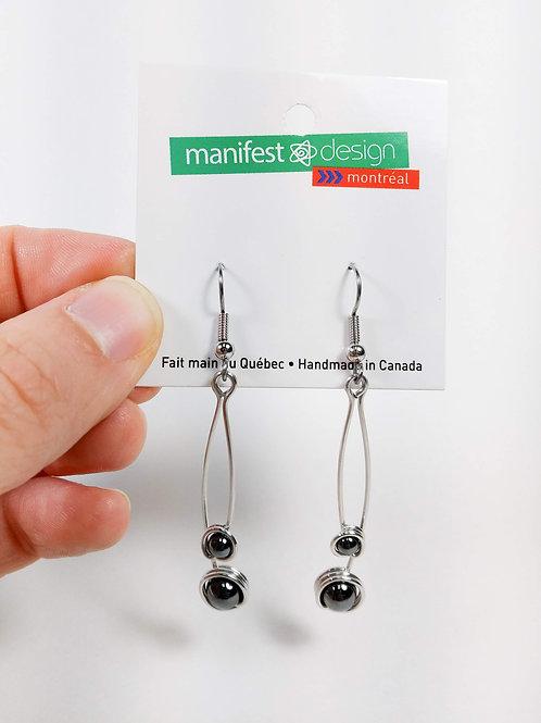 Boucles d'oreille Manifest Design: perle gris hématite pendente