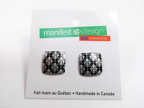 Boucles d'oreille Manifest Design: Fixe carré, motif de lys, noir et gris