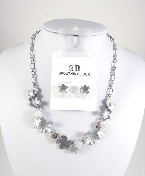 Ensemble collier et boucles d'oreille Spoutnik, Fleurs grises, argent
