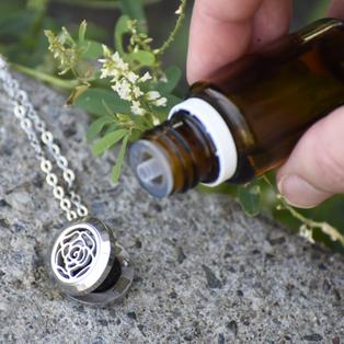Bijoux diffuseurs d'huiles essentielles et de parfums