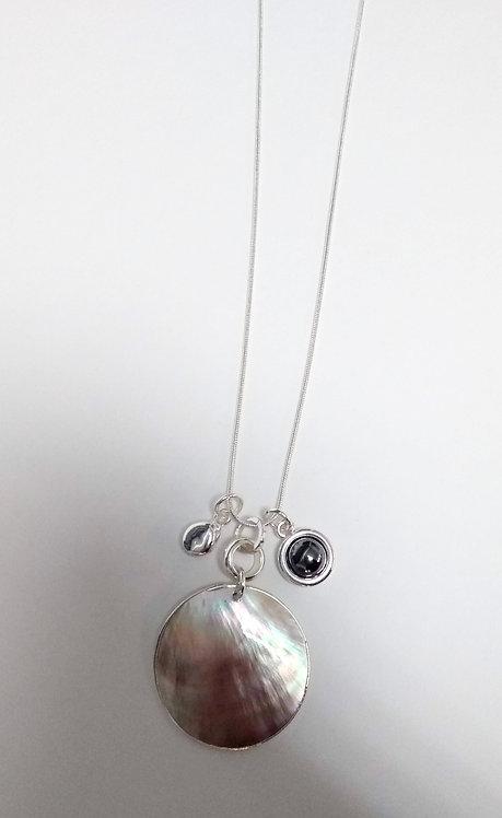 Collier long Spoutnik, Médaillon de nacre