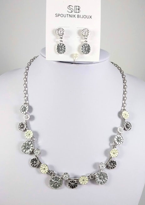 Ensemble collier et boucles d'oreille Spoutnik, Fleurs rondes, gris, argent
