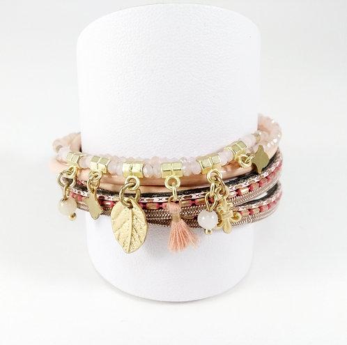 Bracelet multi-rangs, billes, breloques et pompons