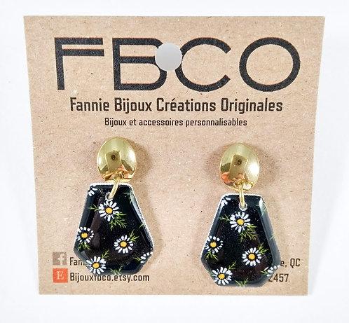Boucles d'oreille FBCO Marguerite sur fond noir