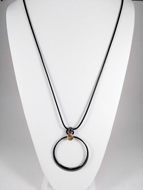 Collier long Caracol, Grosse anneau métal hématite, cordon noir, touche or
