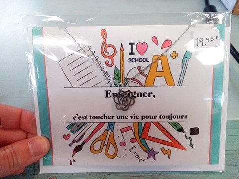 Carte de souhait avec collier ''Enseigner, c'est toucher une vie pour toujours''