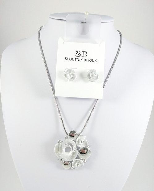 Ensemble collier et boucles d'oreille Spoutnik, Fleurs blanches et argentés