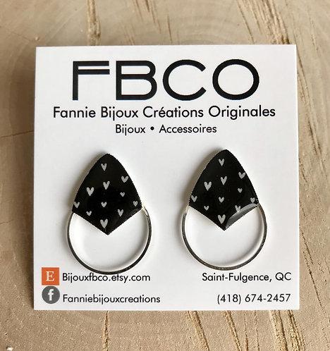 Boucles d'oreille FBCO ''Axies'' Noir et coeur blanc