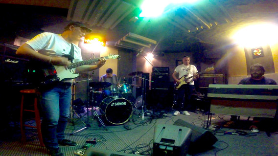 FRANTIC FIVE at Jam Studios for their new tracks