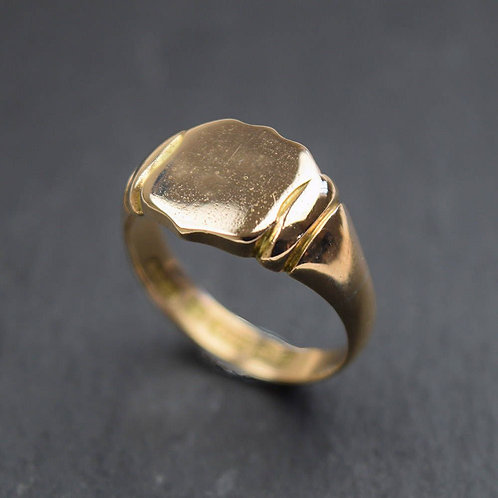 Gents Antique Shield Signet Ring in 15ct gold