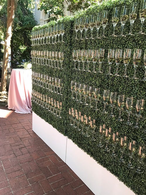 Vendor Champagne Hedge Wall
