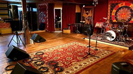 2,000 Sq Ft Live Room
