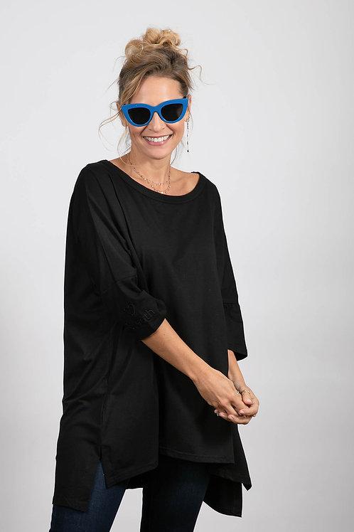 SARA חולצה שחורה אוברסייז
