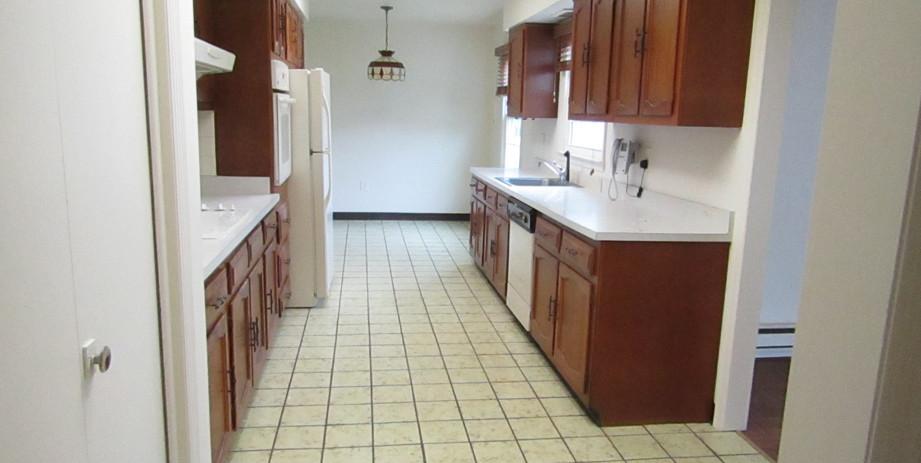 462-B kitchen.JPG