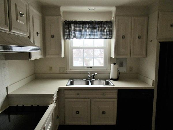 126-N kitchen 2.JPG