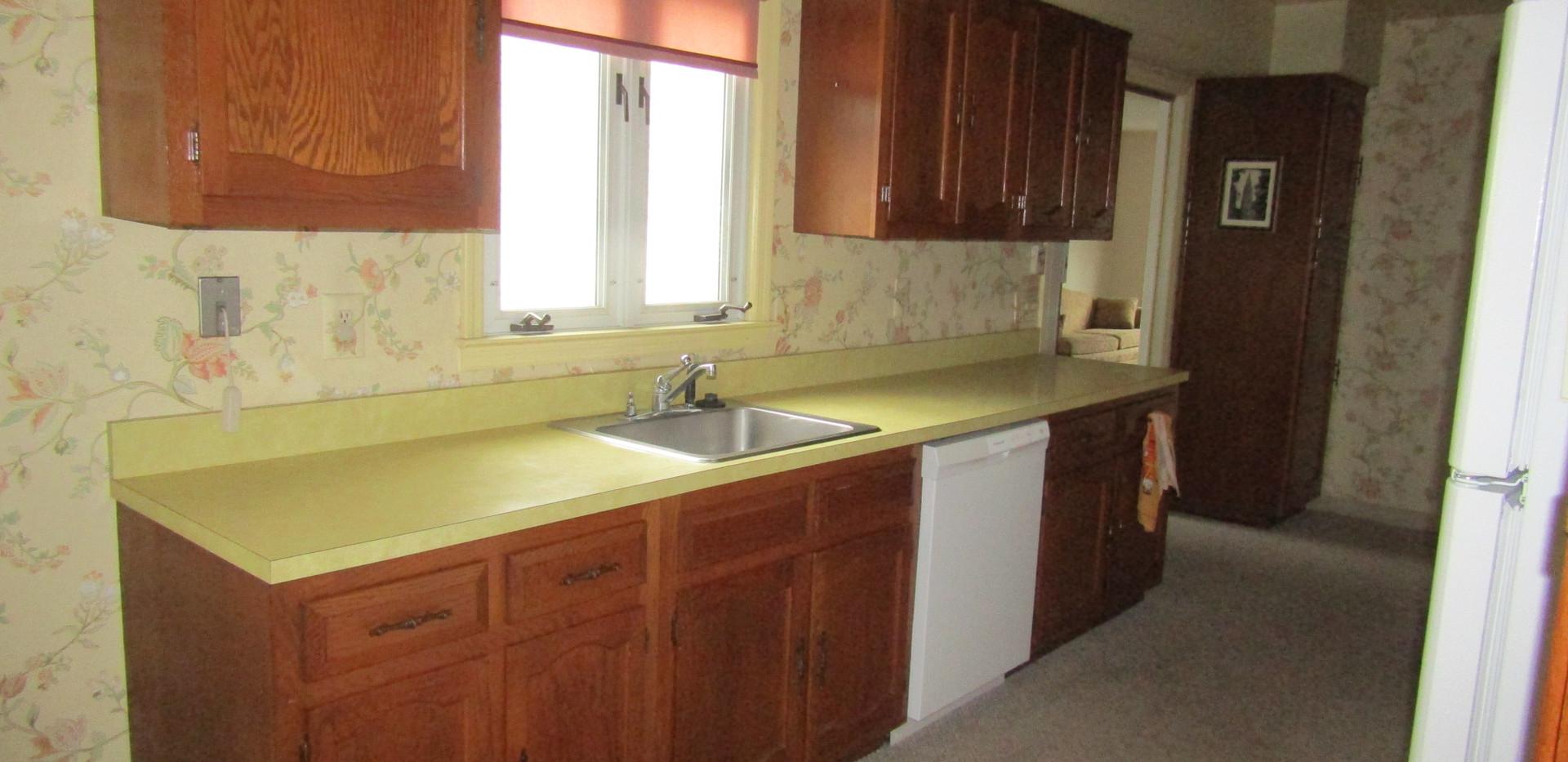 405-B kitchen 2.JPG