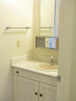 118-B bathroom
