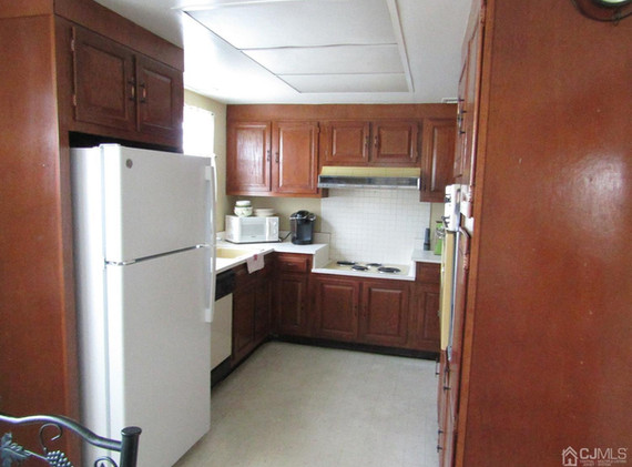 224-A kitchen.jpg