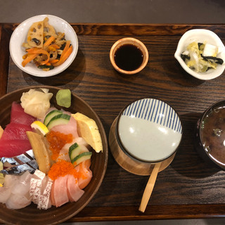 Chirashi Sushi Gozen