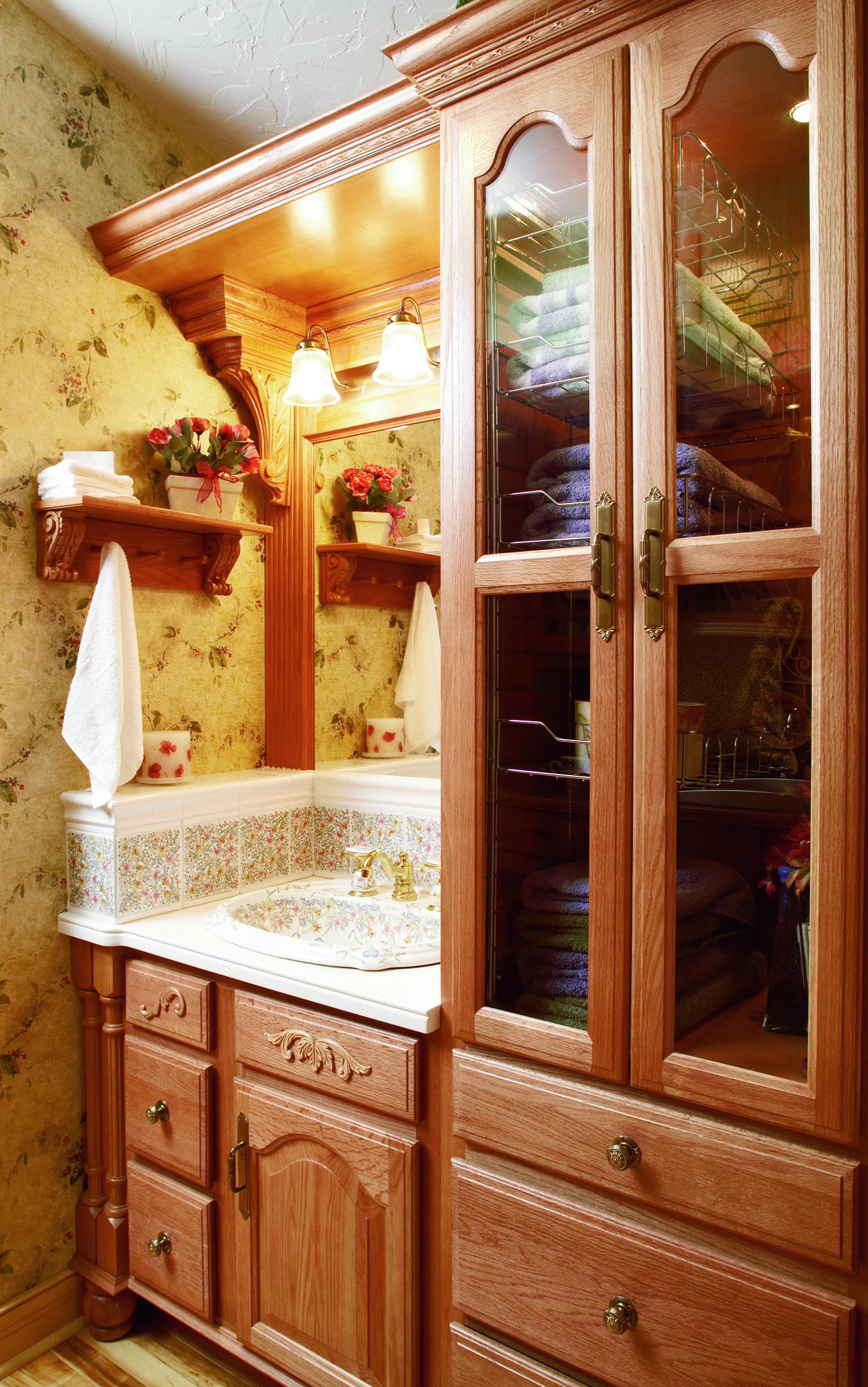 RHC_OAK_LGT Bath.jpg