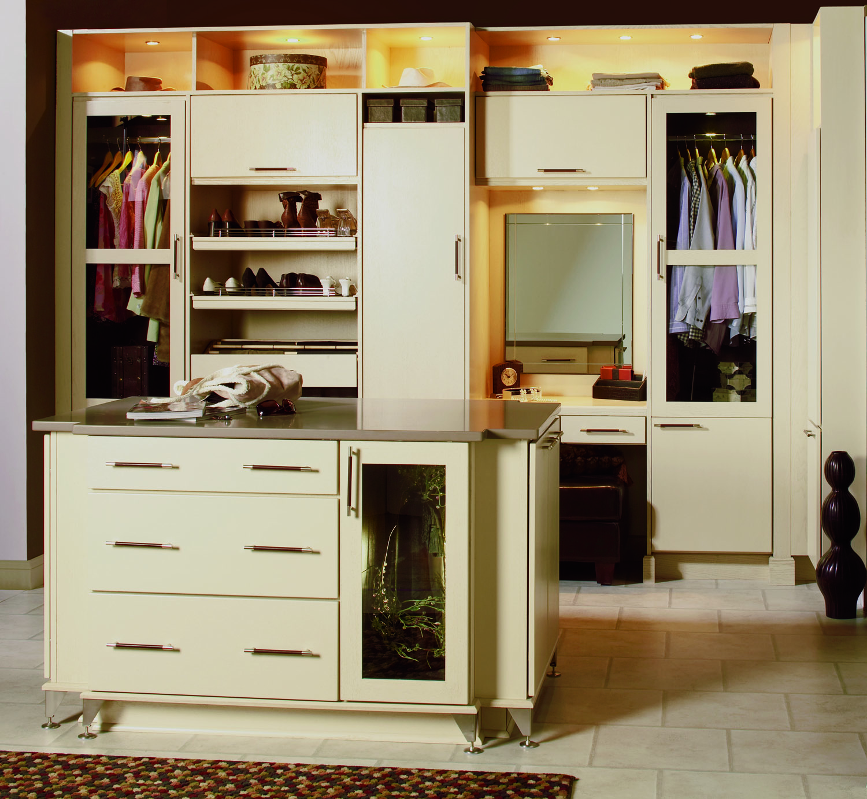 MIL_OAK_GST Closet.jpg