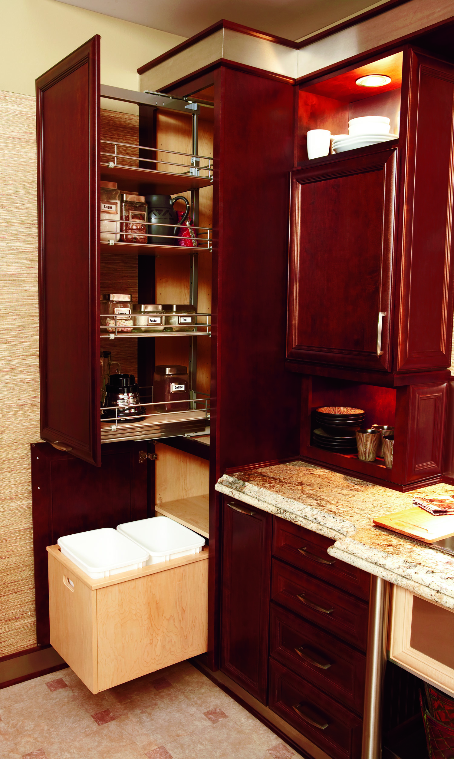 Utility w_Superior Pantry Pullout Inverted Frame SDY_MPL_SEA.jpg