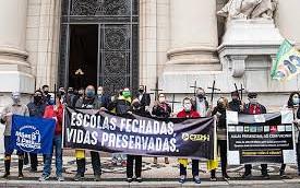 JUSTIÇA DETERMINA SUSPENSÃO DAS AULAS PRESENCIAIS NO RS A PARTIR DE AÇÃO INÉDITA MOVIDA PELA AMPD