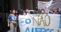 NO DIA DA POSSE DO NOVO REITOR DA UFRGS, ESTUDANTES FAZEM PROTESTO CONTRA BOLONARO E BULHÕES