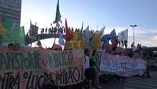 ESTUDANTES PROTESTAM CONTRA AUMENTO DA PASSAGEM DE ÔNIBUS EM PORTO ALEGRE