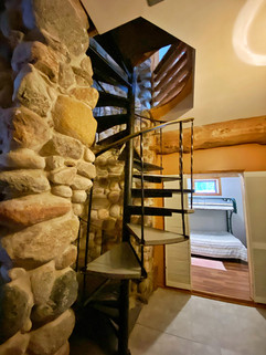 Spiral stairs leading froom main floor to basement