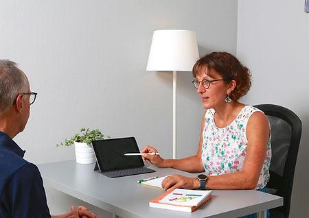 Caroline-en-consulation-ConvertImage.jpg