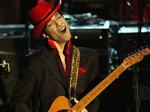 """Lendário solo de guitarra de Prince em """"While My Guitar Gently Weeps"""" ganha novo vídeo"""