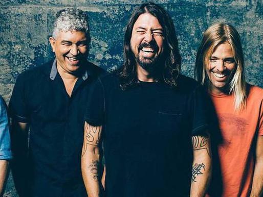 "Foo Fighters quebra recorde na Billboard com a música ""Waiting on a War"""