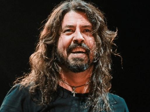 Foo Fighters faz performance acústica com clássicos; assista