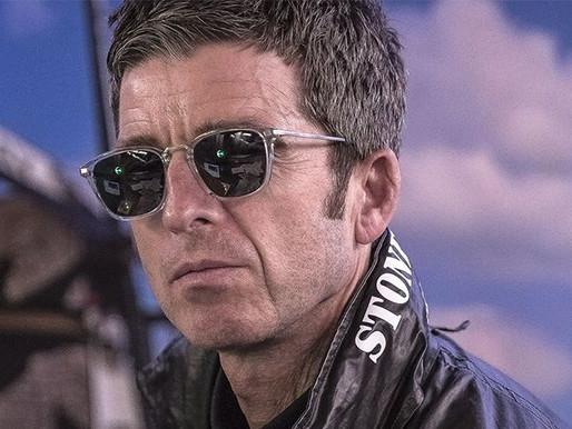 "Noel Gallagher lança videoclipe de ""We're On Our Way Now""; confira"