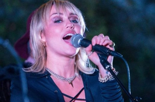 "Miley Cyrus surpreende em cover do clássico ""Zombie"", do The Cranberries; assista"