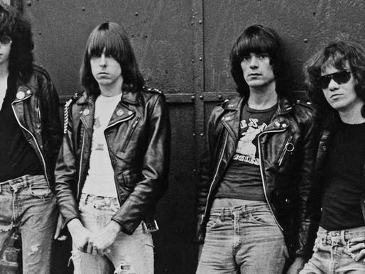 "Há 43 anos, os Ramones lançavam o emblemático álbum ""Rocket to Russia"""