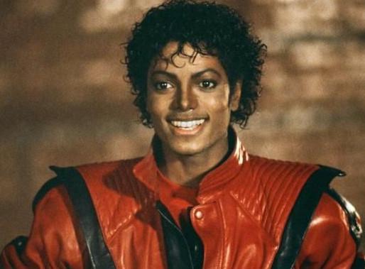 """Há 38 anos, Michael Jackson chegava ao topo da parada americana de álbuns com o clássico """"Thriller"""""""